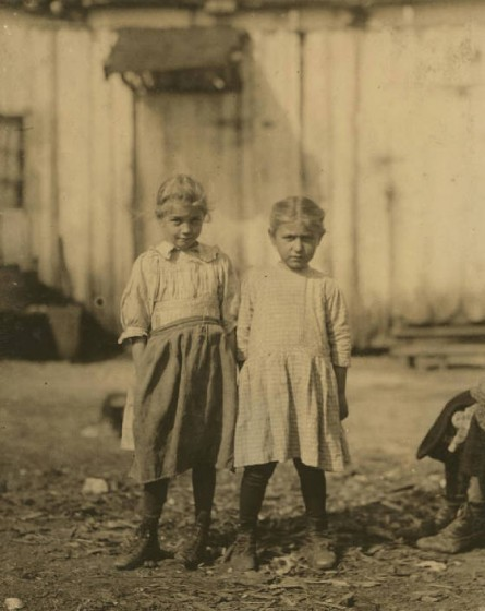 Rose Berdych (left), Bluffton, South Carolina, February 1913. Photo by Lewis Hine.