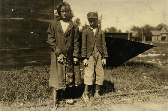 Rosa Mae (13) and Exie Phillips (10), Dallas, Texas, October 1913. Photo by Lewis Hine.