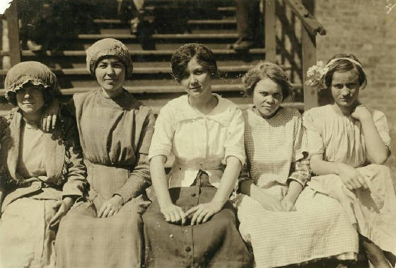 Rosa Mae Phillips (far right), Dallas, Texas, October 1913. Photo by Lewis Hine.