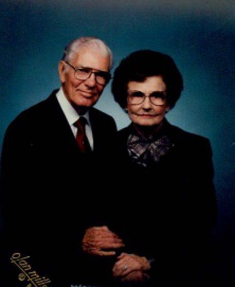 HaroldPaulineNewlyweds1990.